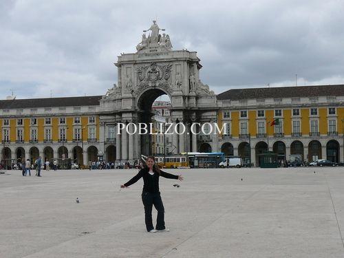 Площадът на търговията и Триумфалната арка
