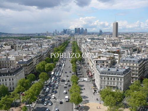 Изглед към модерната бизнес част на Париж от покрива на Триумфалната арка