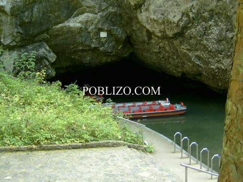 Лодка за разходка из пещерата