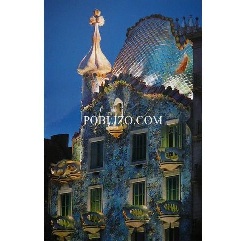Къща Батийо осветена през нощта