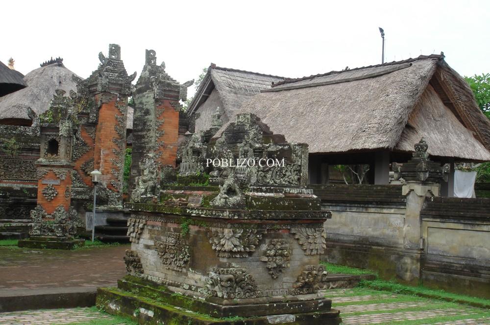 Свещена статуя в храм