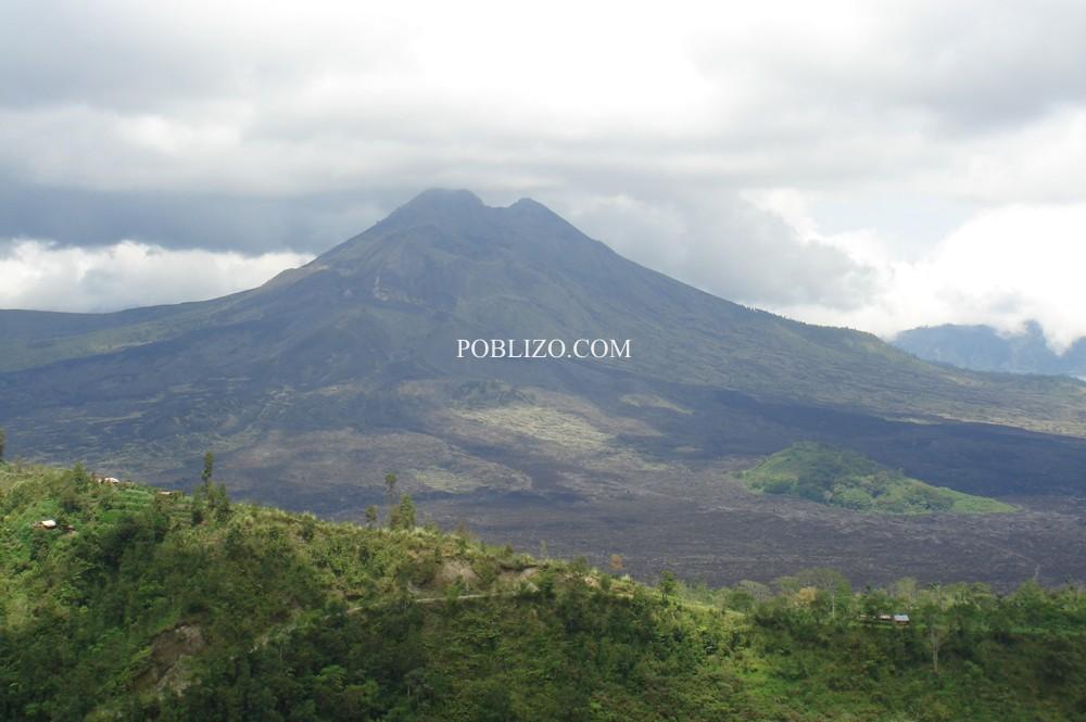 Вулканът Ангунг