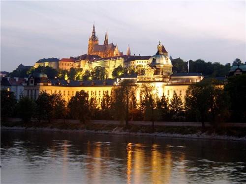 Храдчани през нощта, Прага