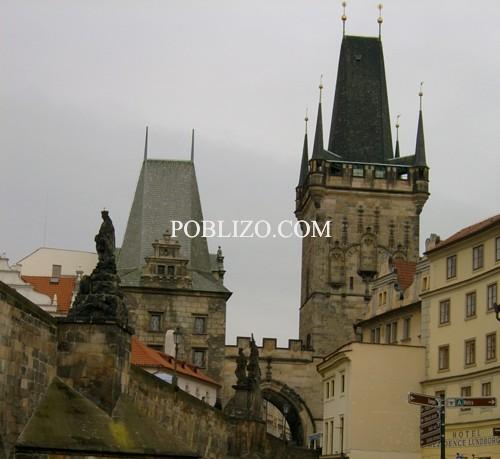 Кулите от едната страна на Карлов мост