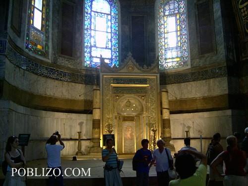 Олтарът в Света София