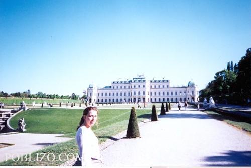 Другата сграда в комплекса Белведере
