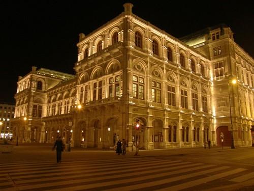 Виенската опера вечер