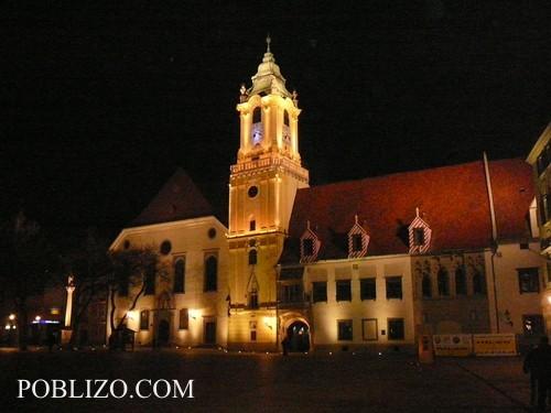 Красиво осветената Братислава през нощта