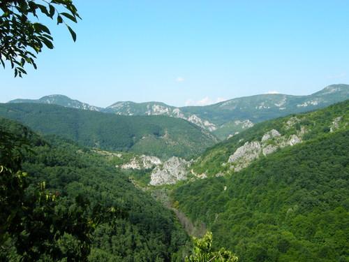 С изкачването започва да се разкрива панорама, която ще ви мотивира допълнително да побързате към върха:)
