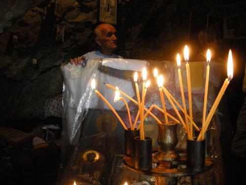 В скалния параклис Света Петка, град Трън