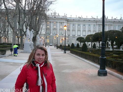 Плаза Ориент и статуите на испански монарси на заден план