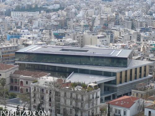 Интересна модернистична сграда, погледната от Акропола