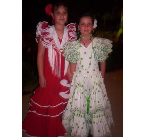 Две момиченца на една от фиестите