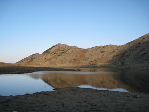 Тевно езеро рано сутринта