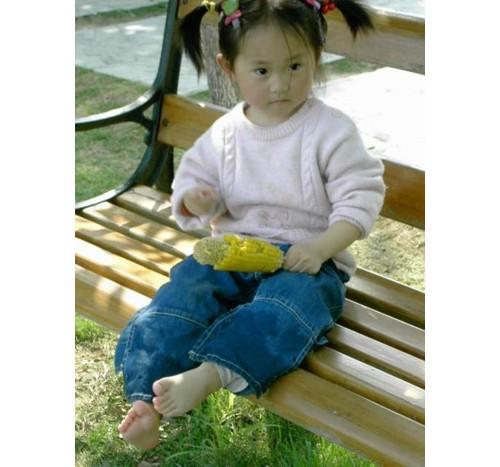 Дете с царевица