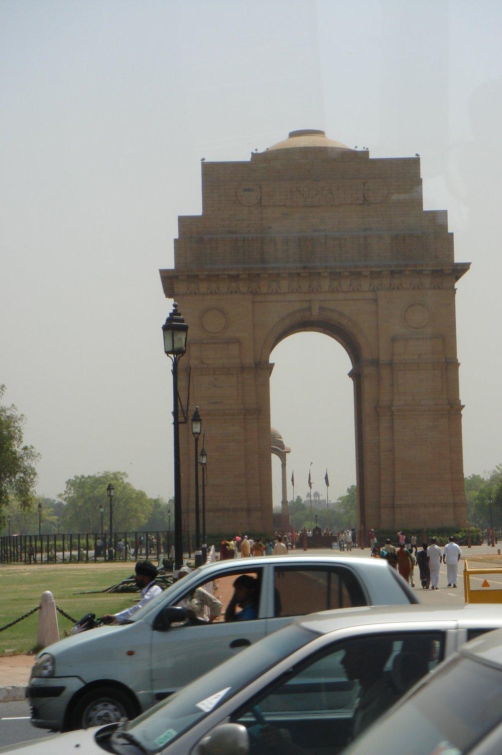 Портата на Индия : арка в памет на войниците загинали през Първата световна война