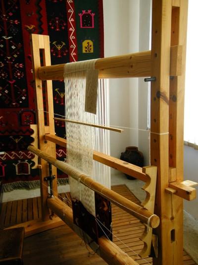Вертикален тъкачен стан в музея