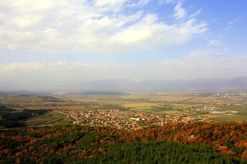 Поглед отвисоко към Долината на тракийските царе