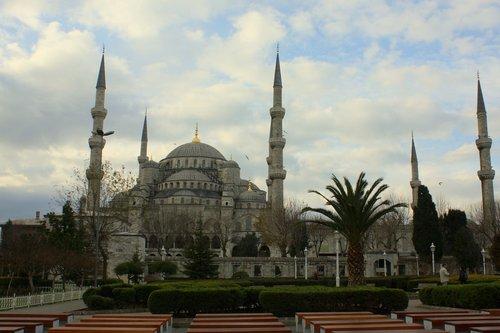 Синята джамия в един мрачен ден