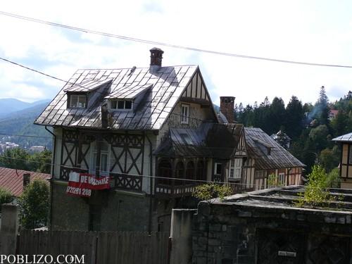 Ламаринените покриви на къщите