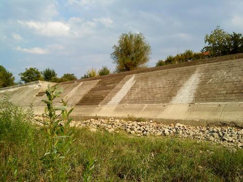 Стената при р. Дунав