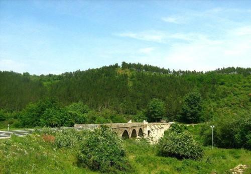 Друг поглед към стария каменен мост