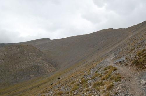 Пътеката към вр.Сколио над разклона при Чондромесорачи