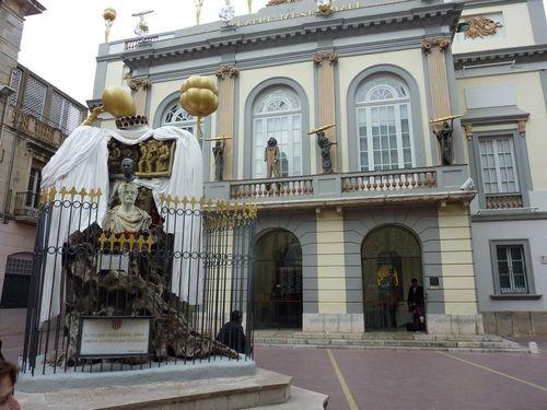 Входът на театъра-музей