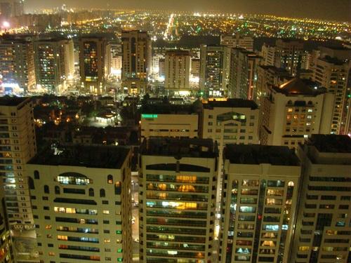 Абу Даби през нощта