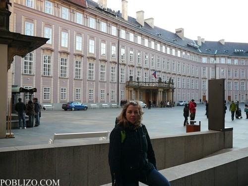 Пред президентския дворец
