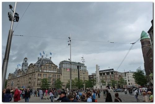 Площад Дам