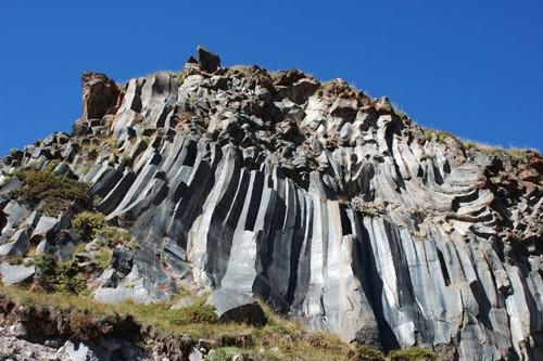 Вулканични образувания в подножието на Елбрус