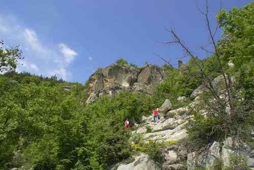 към пещерата