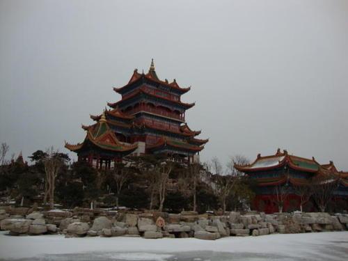 Замръзналото езеро пред храма