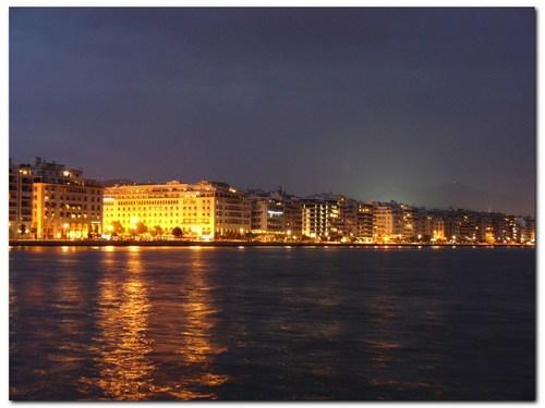 Булевард Никис през нощта