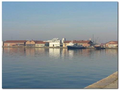 Старите складове на пристанището в Солун