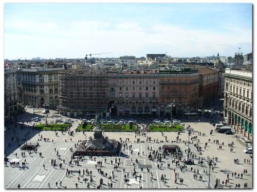 Площадът пред Катедралата