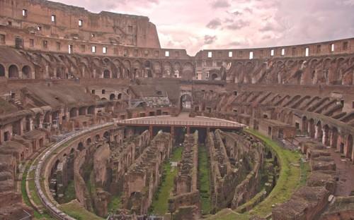 Трибуните на арената Колизеума