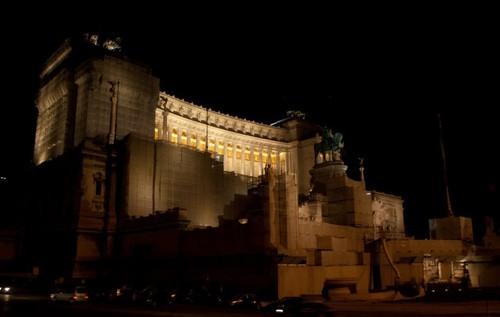 Монумент на Виторио Емануеле и Театър Марсело