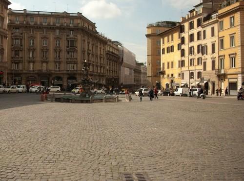 Пиаца Барберини и фонтанът на Тритон