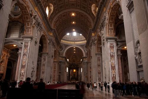Част от величествените зали на Базиликата