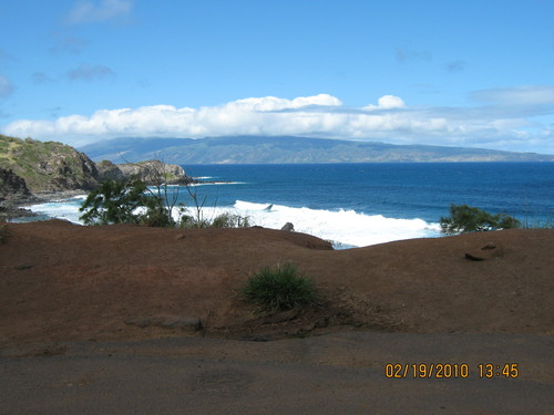 Поглед към открития океан от северния бряг на Мауи