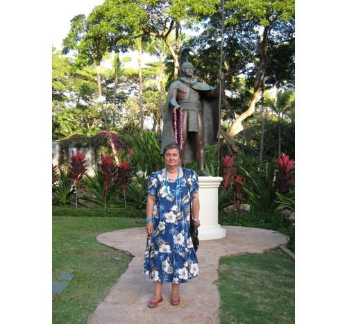 Пред паметника на крал Камехамеха Велики