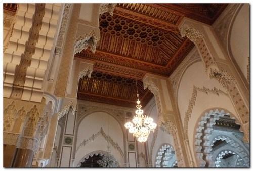 Интериорът на джамията Хасан ІІ