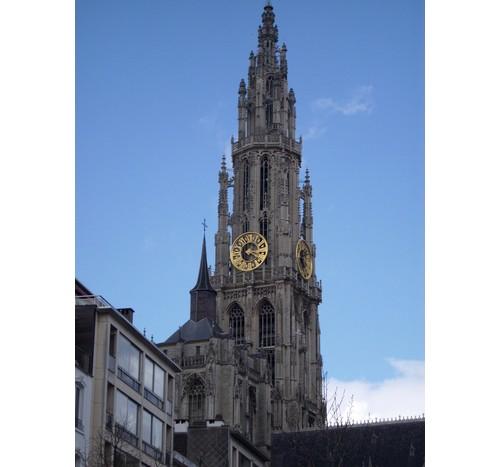Катедралата на централния площад в Антверпен
