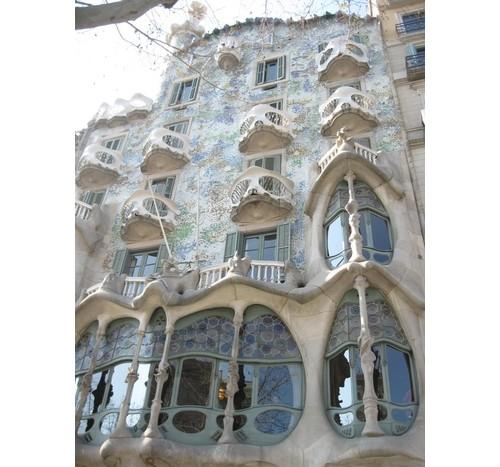 Една от уникалните сгради на Гауди – Испания – Барселона