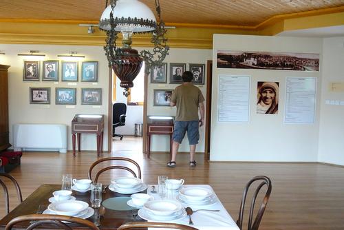В музея на Майка Тереза, Скопие