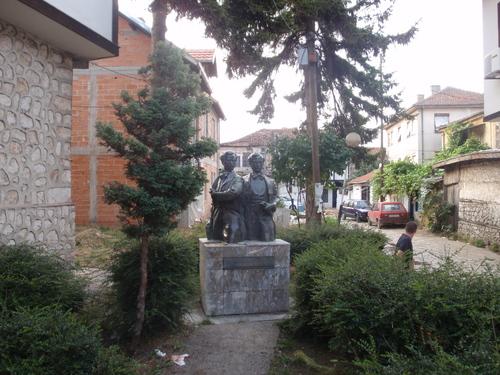 Паметник на братя Миладонови, Струга