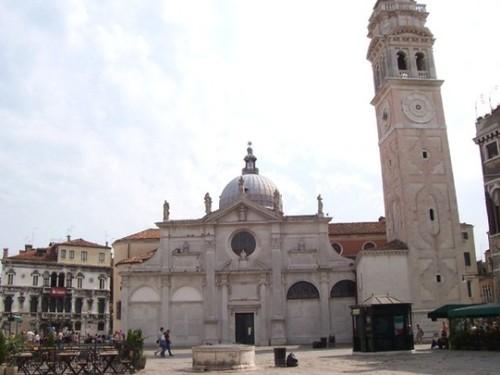 Църквата и площада Санта Мария Формоза