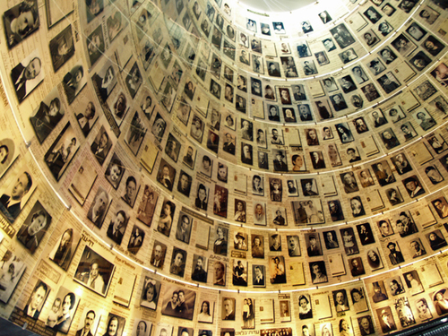 yad_vashem_hall_of_names_by_david_shankbone